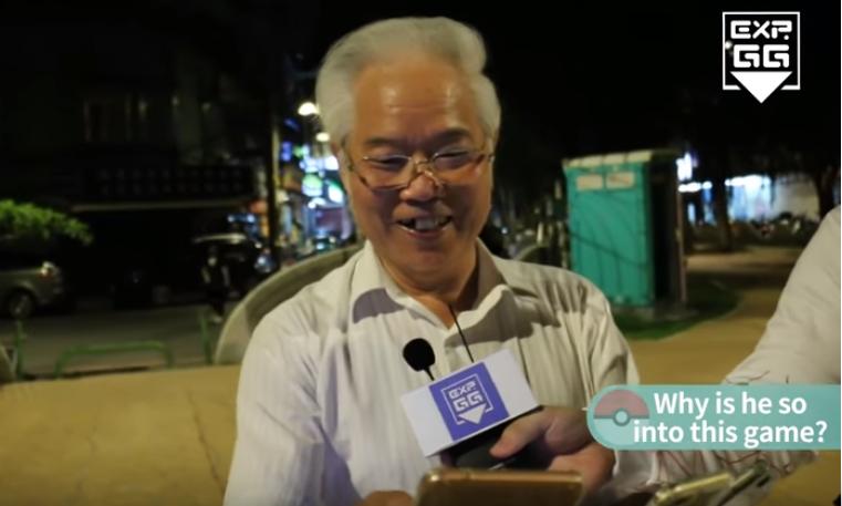 Keren! Kakek 70 Tahun Berburu Pokemon Pakai 9 Ponsel